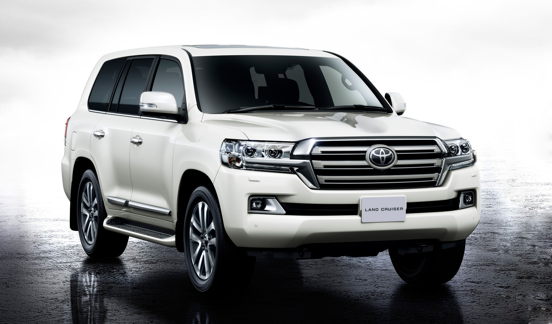 2016-Toyota-Land-Cruiser-Review-Engine
