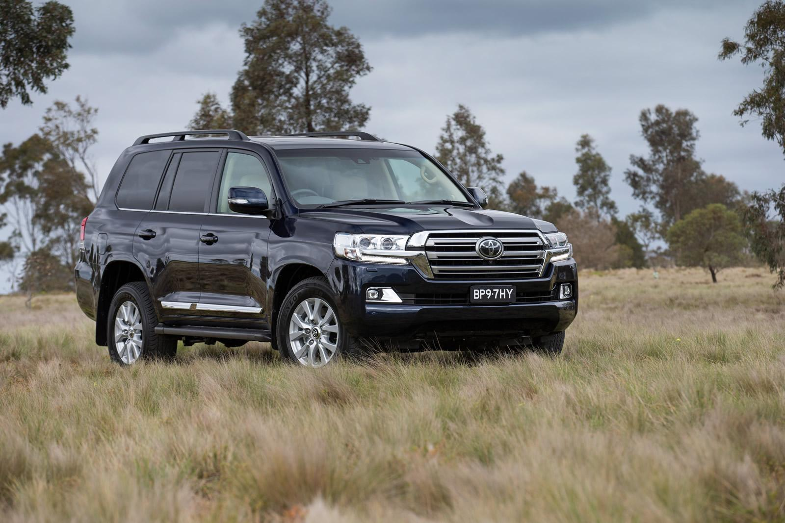 2016-toyota-landcruiser-200-series-facelift-front-quarter2